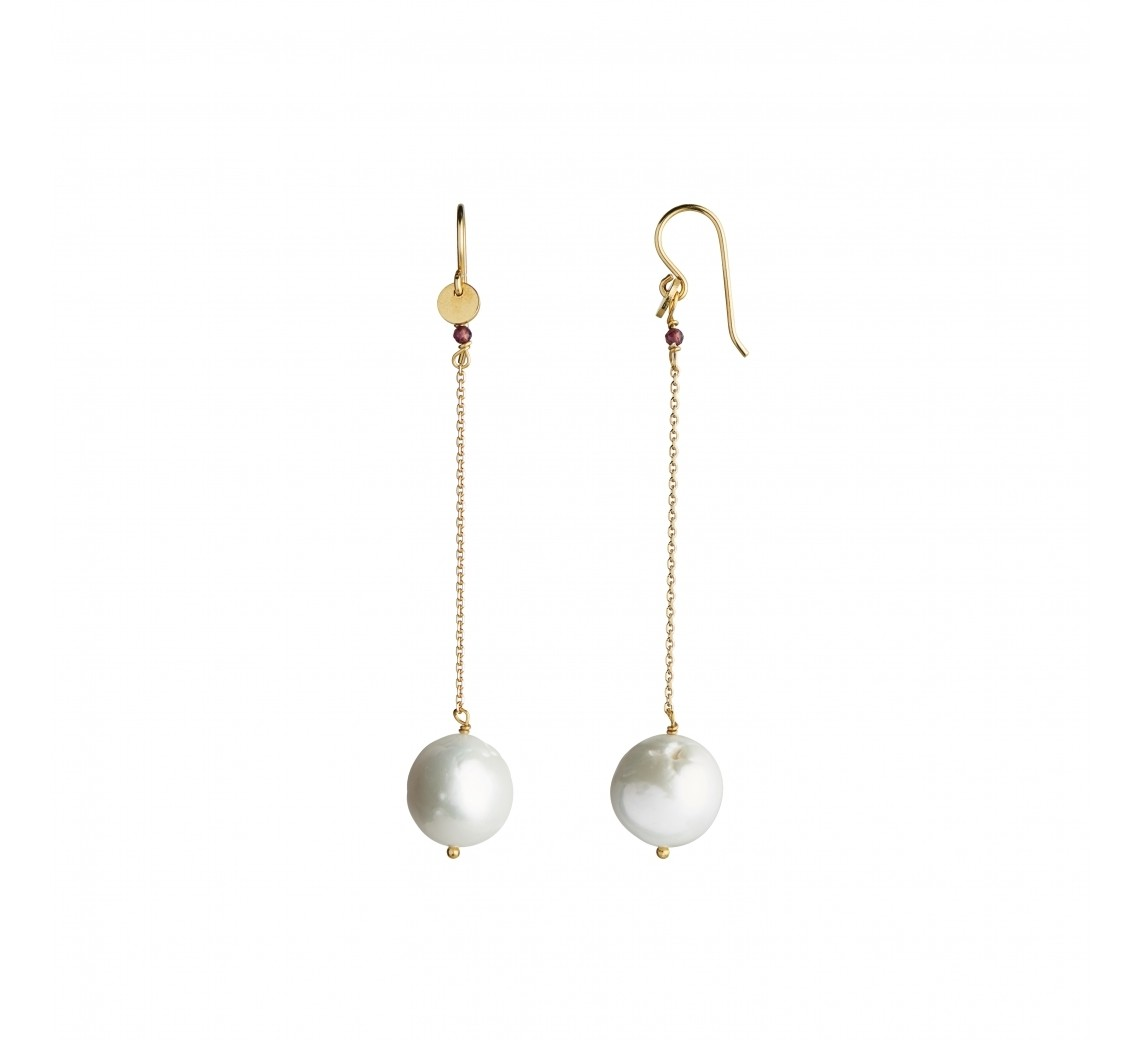 STINE A ØRERING - DANGLING WHITE PEARL WITH LONG CHAIN EARRING