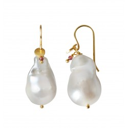 STINE A ØRERING - BAROQUE PEARL EARRING WITH GEMSTONE